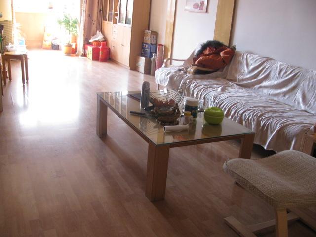 房子是南北通透,中等装修,全木地板,双阳卧室,屋子国际整洁,